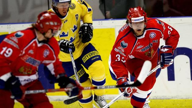Hokejisté Švédska vyhráli v prvním finálovém utkání Euro Hockey Tour v Gävle na Ruskem 3:2.