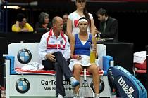Kapitán Petr Pála dává cenné rady Lucii Šafářová v semifinále Fed Cupu.