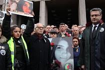 Brutální vražda dvacetileté Özgecan Aslanové vyvolala v Turecku už několik dní trvající protesty proti násilí na ženách i proti genderové politice současné konzervativní vlády.