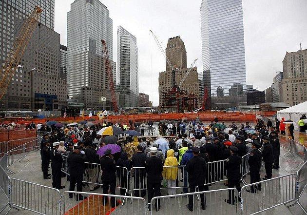 Na místech tragických událostí v New Yorku, Washingtonu a u pensylvánského města Shanksvillu si Američané připomněli osmé výročí teroristického útoku na USA. prezident Barack Obama řekl, že USA nikdy nepoleví v pronásledování členů Al-Kájdy.