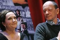 ZPĚVAČKA A REŽISÉR. Bára Basiková s Liborem Vaculíkem, oba se k látce vrátili po devíti letech.