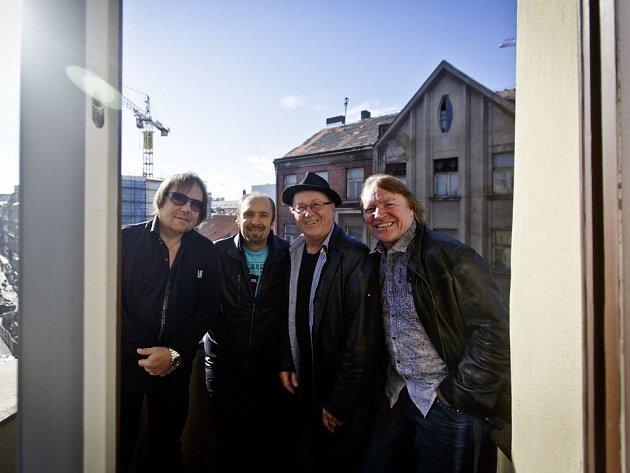 V NOVÉM SLOŽENÍ. Zleva: Jiří Valenta, Martin Vajgl, Petr Janda a Milan Broum.
