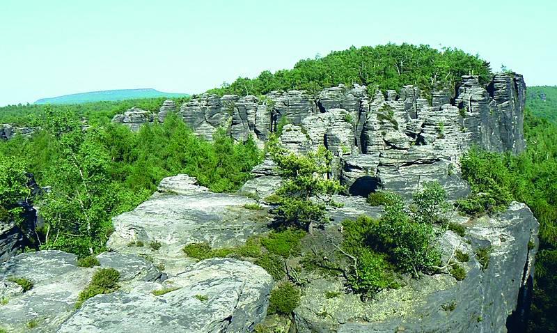 Tiské stěny. Jedno z nejznámějších skalních měst najdete v Chráněné krajinné oblasti Labské pískovce.