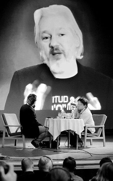 Na Mezinárodním festivalu dokumentárních filmů se představila největší hvězda – australský novinář, zakladatel serveru WikiLeaks Julian Assange.