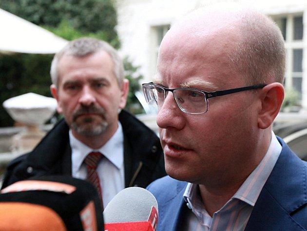 Sledování výsledků krajských a senátních voleb ve volebním štábu ČSSD, 8. října v Praze. Bohuslav Sobotka.