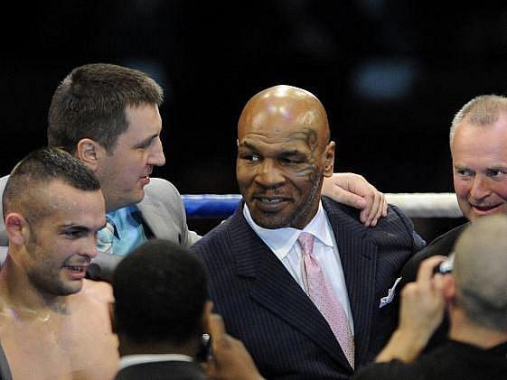 Mike Tyson se v Tesla Areně dobře bavil.