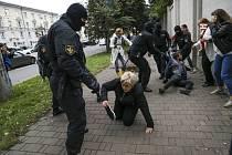 Opoziční protest v Minsku - Policie v Minsku zatýká na demonstraci příznivců členky běloruské opozice Maryji Kalesnikavové