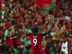 Střelec zlatého gólu Portugalec Éder.