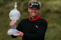 Golfista Soren Kjeldsen s trofejí pro šampiona Irish Open.