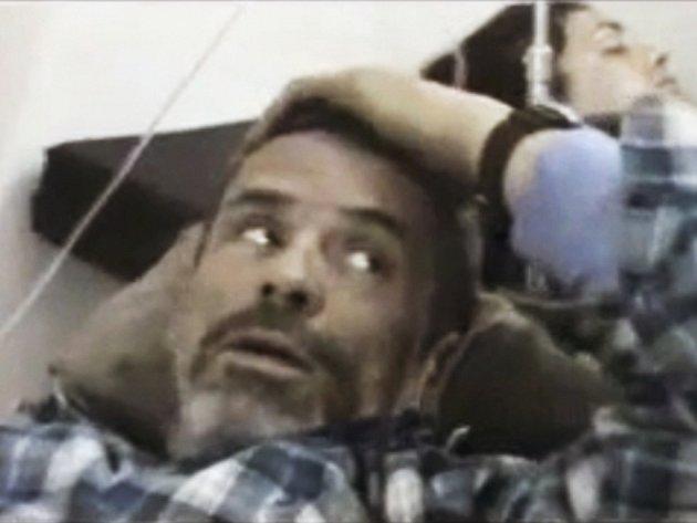 Do Libanonu se podařilo ze Sýrie evakuovat dva zahraniční novináře, kteří byli minulý týden zraněni při bojích v Homsu. Podle agentury Reuters jsou už Francouzka Edith Bouvierová a Brit Paul Conroy v Libanonu, informace o Bouvierové ale zatím není potvrze
