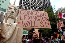 Pochod proti chování finančních kruhů na Wall Streetu v době ekonomické krize se konal v ulicích newyorské finanční čtvrtě na Manhattanu.