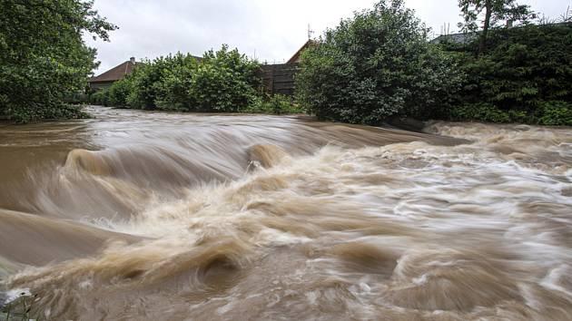 Rozvodněná řeka. Ilustrační foto.