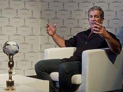 Hollywoodský herec, režisér a producent Mel Gibson byl 5. července večer na 49. ročníku Mezinárodního filmového festivalu Karlovy Vary před projekcí svého snímku Apocalypto hostem televizního pořadu Marka Ebena Na plovárně.