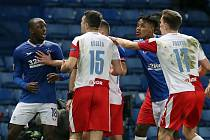 Konflikt v utkání Glasgow Rangers vs. Slavia Praha.