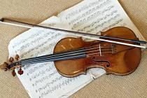 Američan, který na konci letošního ledna ukradl 300 let staré stradivárky koncertnímu houslistovi, byl odsouzen k sedmiletému vězení. Ilustrační foto.