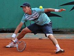 Tomáši Berdychovi poraněná noha dovolila na Roland Garros startovat.