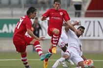 Švýcarský klub Thun měl problémy s izraelským týmem Hapoel Beer Sheva, ale nakonec postoupil