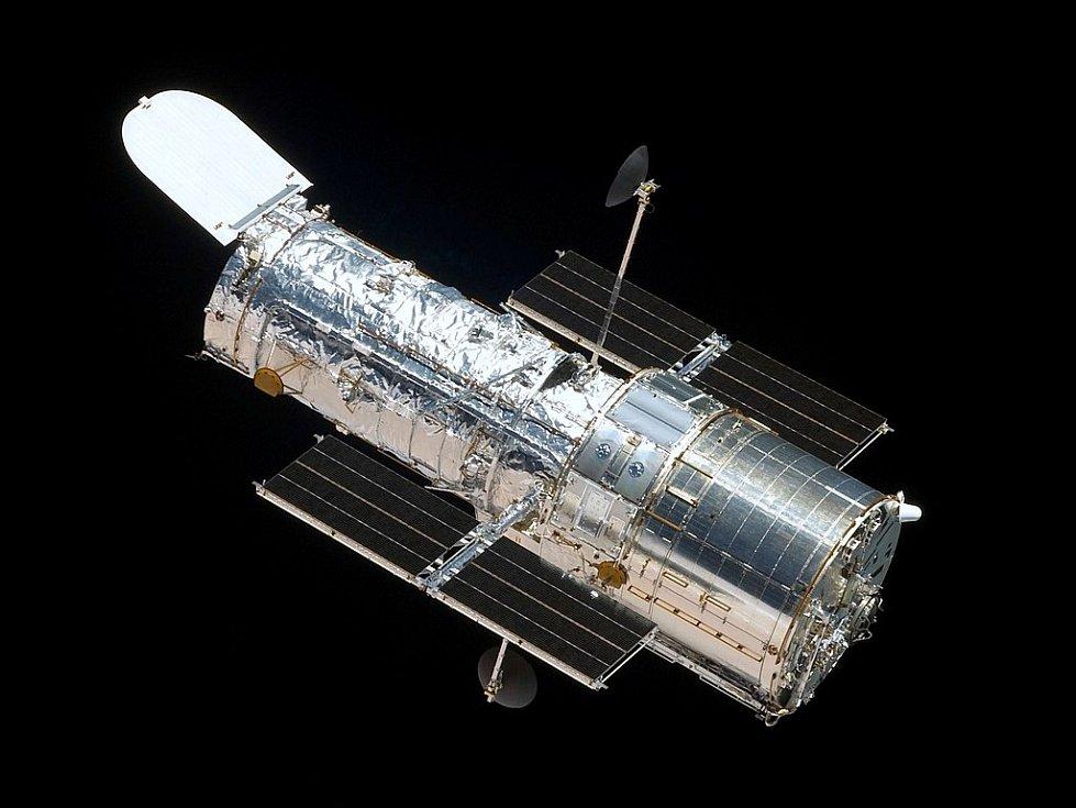 Hubbleův vesmírný dalekohled z raketoplánu Atlantis.