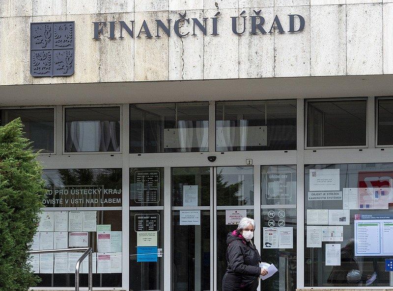 Díky bankovní identitě lze podat daňové přiznání z tepla domova