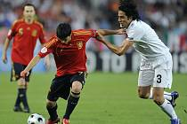 V souboji Ital Fabio Grosso (vlevo) se Španělem Davidem Villou.