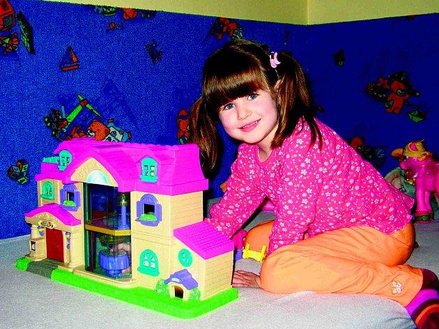Malá Anička zánět mozku způsobený pneumokokem  přežila. Až pětina pacientů ale takové štěstí nemá.