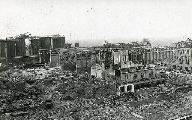 Zničené budovy krátce po výbuchu dusičnanového hnojiva v chemičce v Oppau 21. září 1921