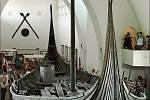 Oseberská vikingská loď datovaná do 9. století, uložená v Muzeu vikingských lodí v Oslo