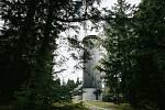Rozhledna na Borůvkové hoře v Jeseníkách, která leží přímo na česko-polské hranici.