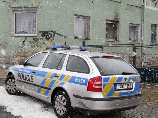 Na ubytovnu v Aši na Chebsku v noci na 26. února dva neznámí muži hodili několik zápalných lahví. Nikomu se nic nestalo.