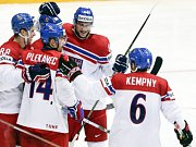 Čeští hokejisté se radují z gólu proti Dánsku.