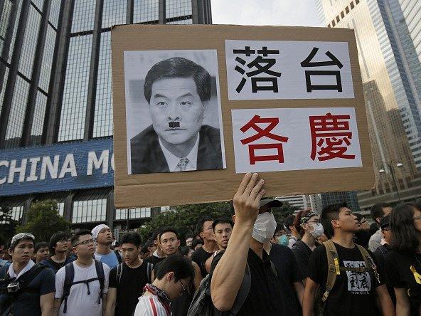 Do ulic Hongkongu opět vyrazily tisíce demonstrantů.