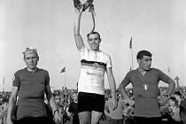 Závod míru 16.ročník - 5.etapa Zvolen - Košice, stupně vítězů zleva: August Verhaegen (Belgie, 2.místo), Klaus Ampler (NDR, 1.místo) a C.Storai (Itálie, 3.místo).