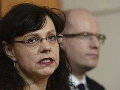 Ministryně práce a sociálních věcí Michaela Marksová a premiér Bohuslav Sobotka.