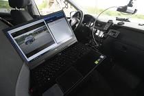 Ministerstvo dopravy představilo 5. září 2019 fungování elektronických dálničních známek, které začnou platit od roku 2021. Jejich zaplacení budou kontrolovat mimo jiné policisté pomocí kamer ve služebním voze (na snímku)