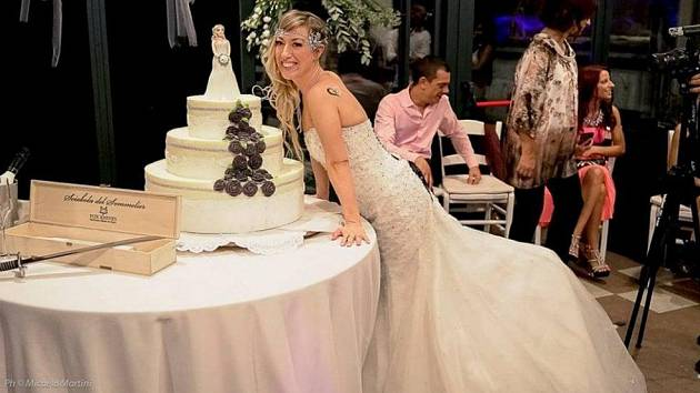 Něvěsta Laura Mesi si vzala sama sebe