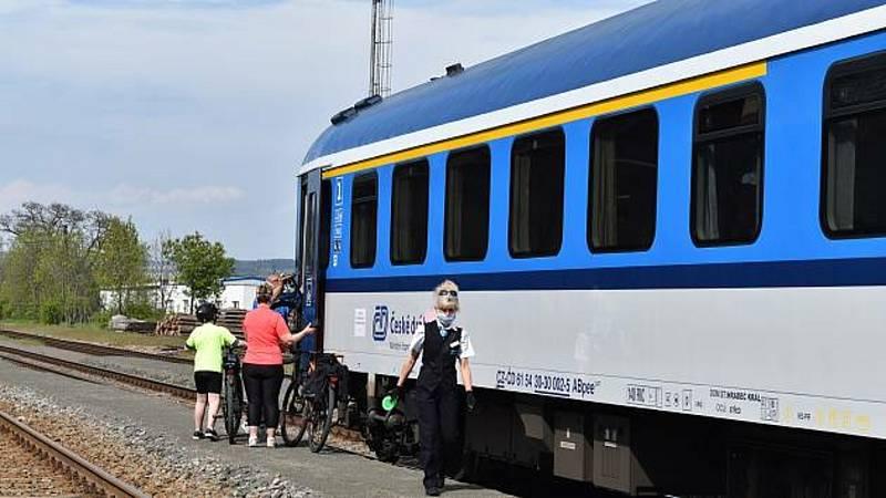 Cyklistů využívajících veřejnou dopravu přibývá.