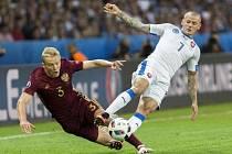 Vladimír Weiss ze Slovenska (vpravo) proti Rusku.