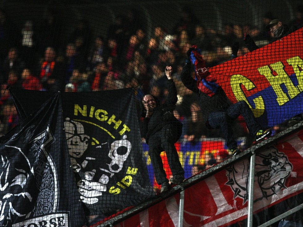 Fanoušci CSKA Moskva v zápase proti Plzni.
