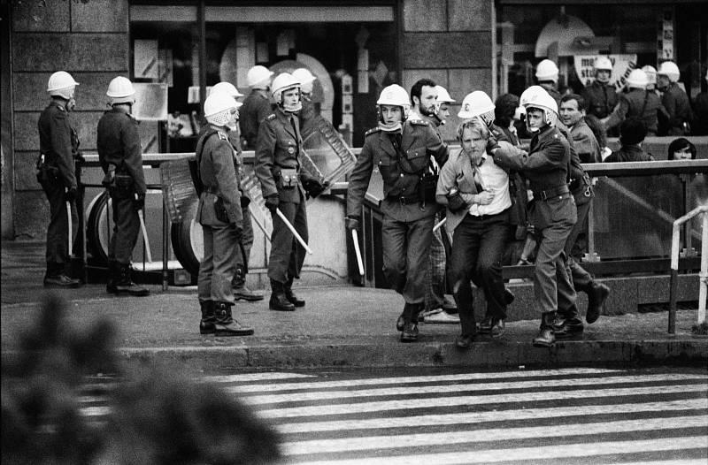 Poslední revoluce: Jak se režim drolil