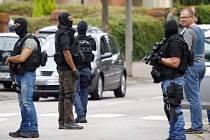 Policisté oba atentátníky zastřelili a vyšetřovatelé se snaží prověřit, zda dvojice měla společníky.