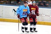 Ikona Sparty Jaroslav Hlinka (v modrém) vypomůže klubu svého srdce. Tento týden absolvoval první tréninky s týmem.