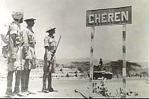 Indičtí vojáci u dobytého Kerenu (italsky Cherenu) v květnu 1941