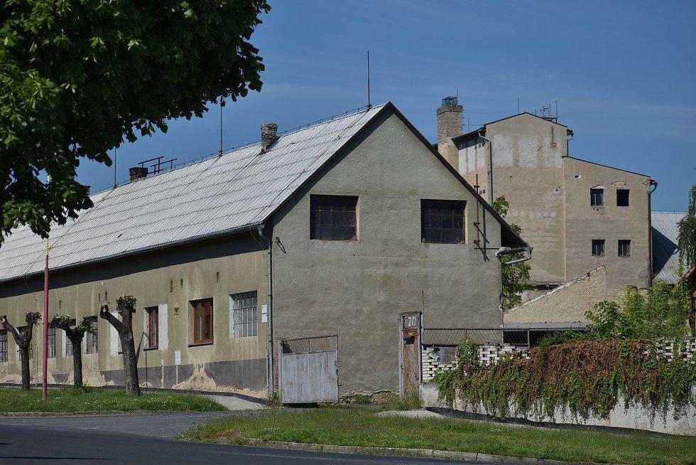 Sídlo firmy Agrobech v Bechlíně, součásti koncernu Agrofert, která hospodaří na poškozeném poli