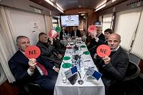 Prezidentská debata ve vlaku Deníku 20. listopadu na cestě z Prahy do Ústí nad Labem. 1