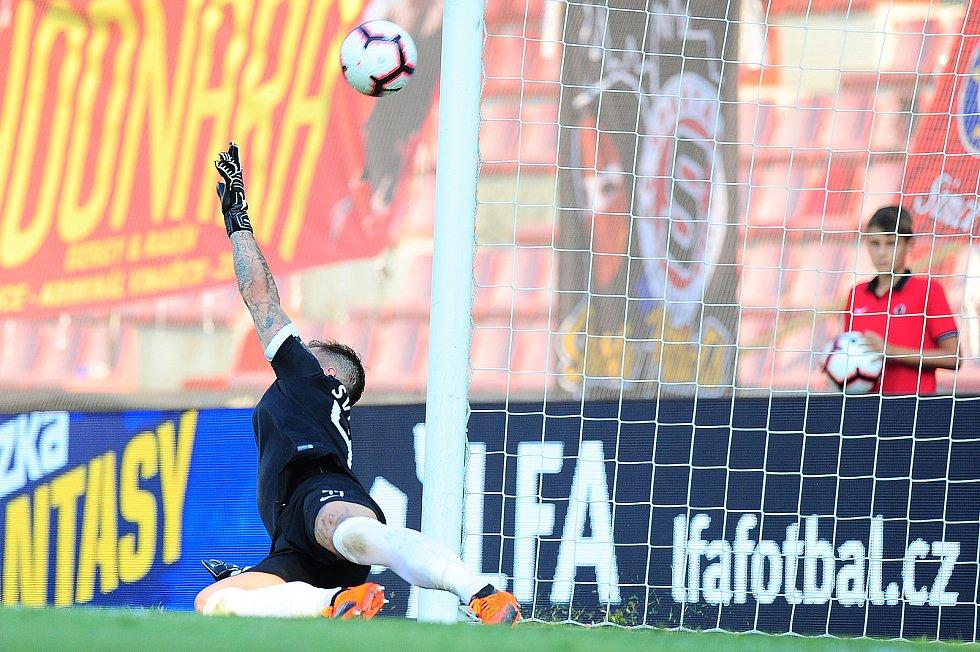Fotbalové utkání Fortuna ligy mezi celky AC Sparta Praha  a 1. FK Příbram 19. srpna v Praze. Milan Švenger inkasuje z penalty.