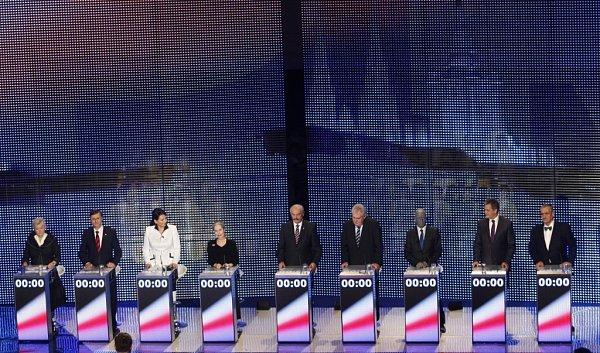 Prezidentská superdebata všech devíti prezidentských kandidátů.