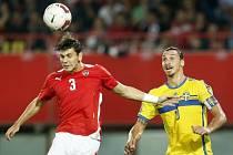 Rakousko - Švédsko: Aleksandar Dragovic a Zlatan Ibrahimovic