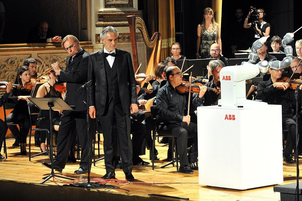 Andrea Bocelli při koncertě
