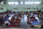 Lidé našli provizorní útočiště v prostorách škol nebo sportovních areálů