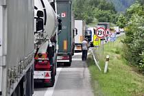 Oprava silnice u Strečna a uzavření kvůli sanaci skály způsobovalo v posledních dvou týdnech dlouhé kolony mezi Žilinou a Martinem.
